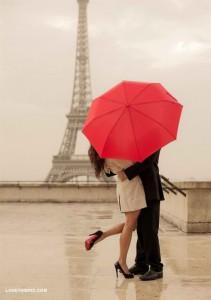 eiffel_tower_kiss